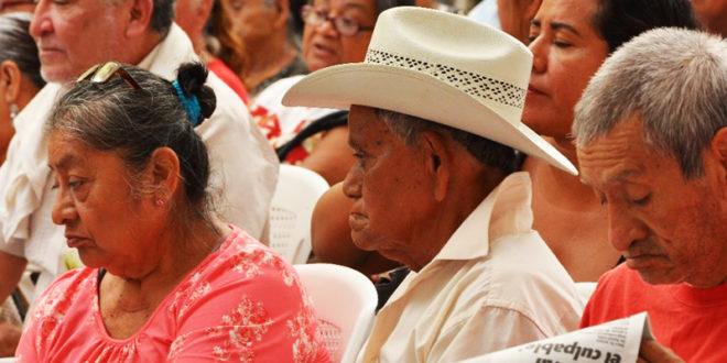 Diputados reciben iniciativa de AMLO para que becas y pensiones sean derecho, crisis económica