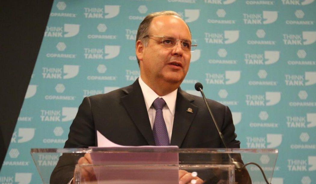 Presidente de Coparmex no representa a los empresarios, apunta AMLO, salario mínimo