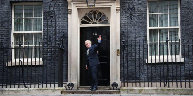 Johnson consigue victoria arrasadora en elecciones; tiene rumbo libre al Brexit