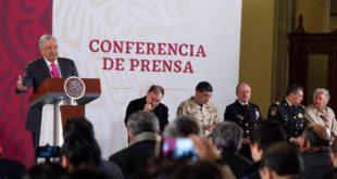 Gobierno trabaja plan para mejorar sueldos a policías, adelanta AMLO