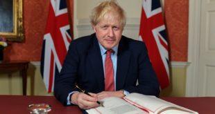 Boris Johnson firma acuerdo de salida para el Brexit