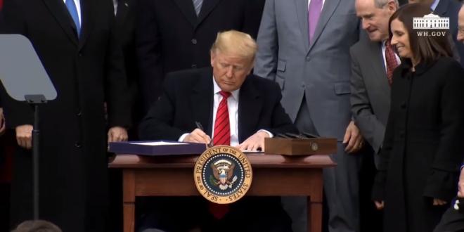 "Trump termina con ""pesadilla"" del TLCAN; firma modificaciones del T-MEC"
