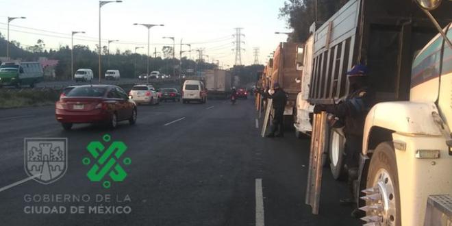 Transportistas liberan parcialmente la autopista México- Pachuca