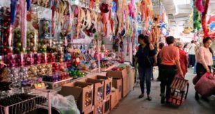 Por COVID-19, habrá créditos para pequeños comerciantes que 'viven al día': AMLO