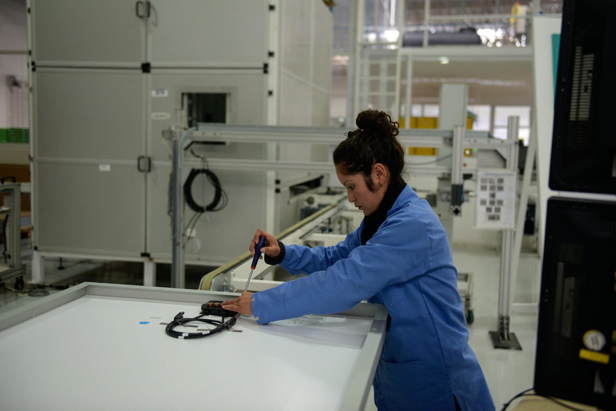 Industriales de EU urgen a AMLO a reabrir fábricas en México