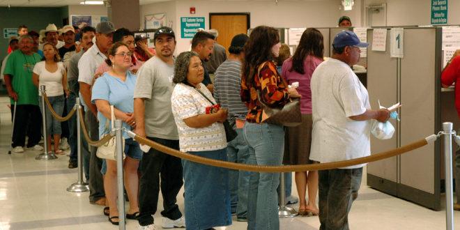 Colapso laboral en EU: 17 millones solicitan apoyos por desempleo en tres semanas