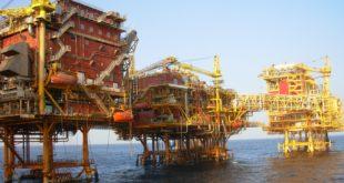 Rusos y suadís pactan acuerdo preliminar para recortar producción de crudo