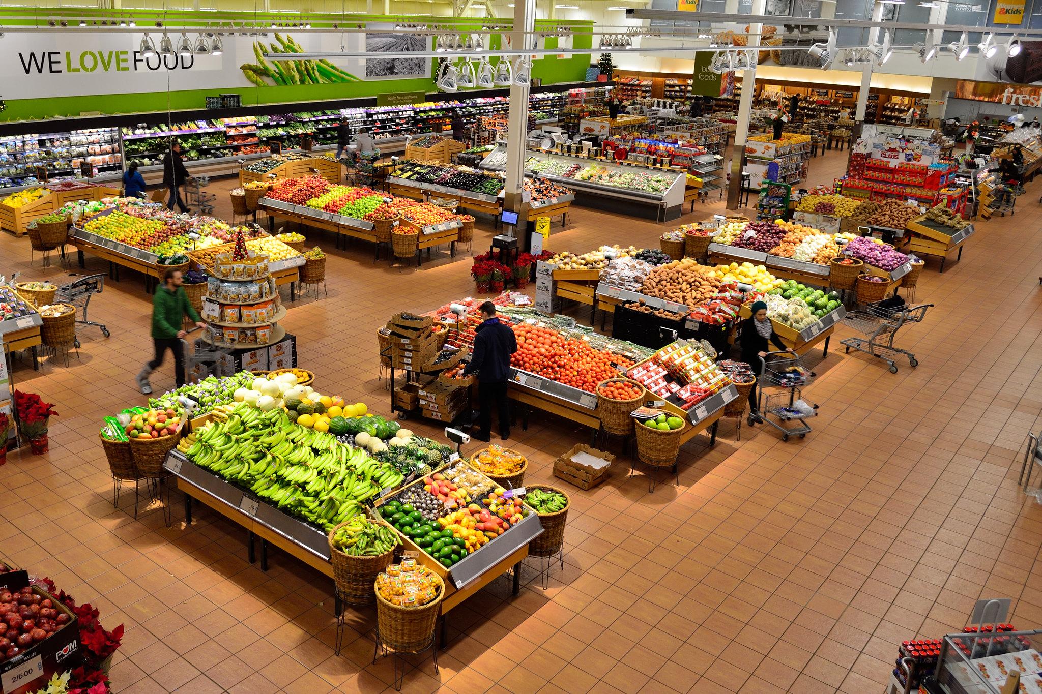 confianza del consumidor, Ventas minoristas colapsan en EU, alimentando el temor a la recesión