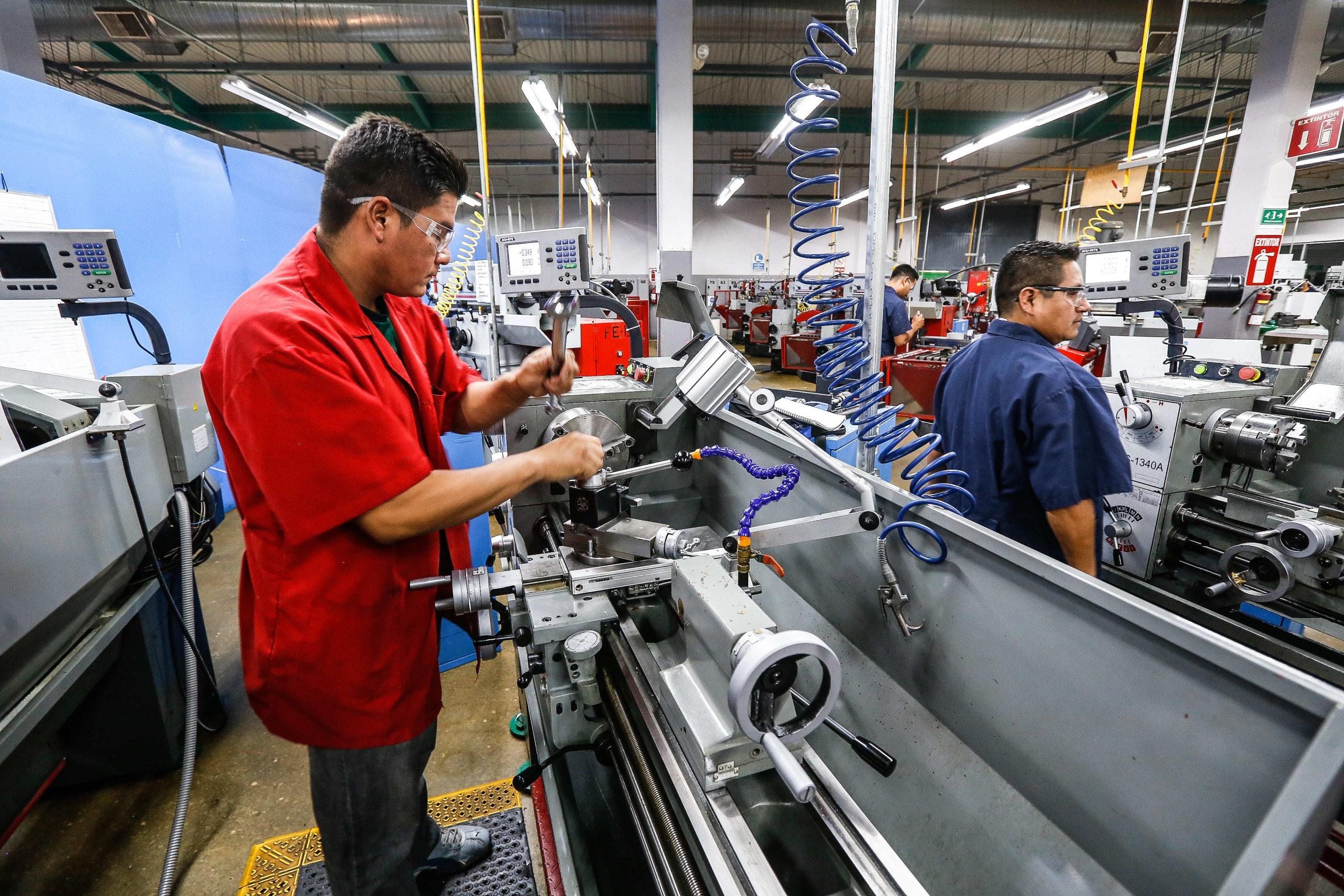 Sugiere IMSS modificar jornada de trabajo para 'sano retorno' a labores