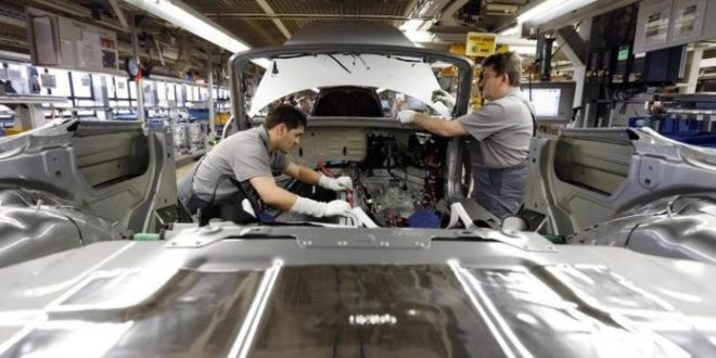Puebla niega luz verde a reapertura de constructoras y automotrices