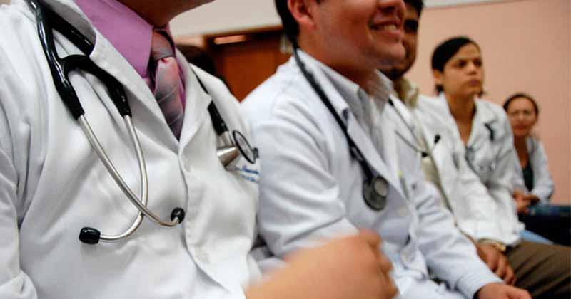 médicos particulares, Prepara gobierno hasta 30 mil becas en el extranjero para estudiantes de medicina
