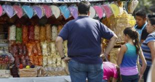 Gobierno de CDMX también considera prohibir venta de comida chatarra a menores