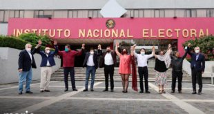 Mario Delgado se registra ante el INE para competir por dirigencia de Morena