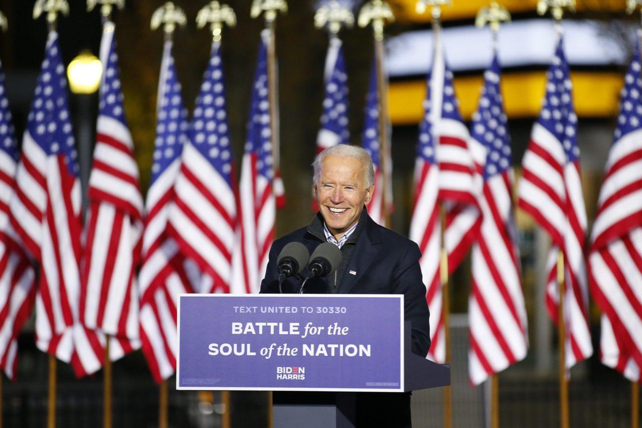 Biden se lleva Wisconsin; Trump acusa irregularidades en conteos