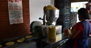 Secretaría de Economía negociará con productores de tortilla para que no suban precios
