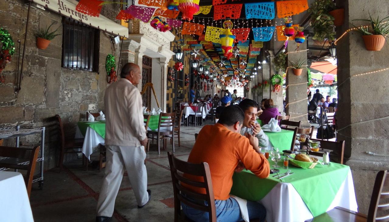CDMX sigue en semáforo naranja con alerta; cortan horarios a restaurantes, créditos