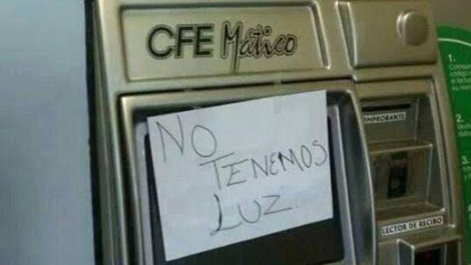 Aún sin luz, mexicanos comparten memes por el apagón