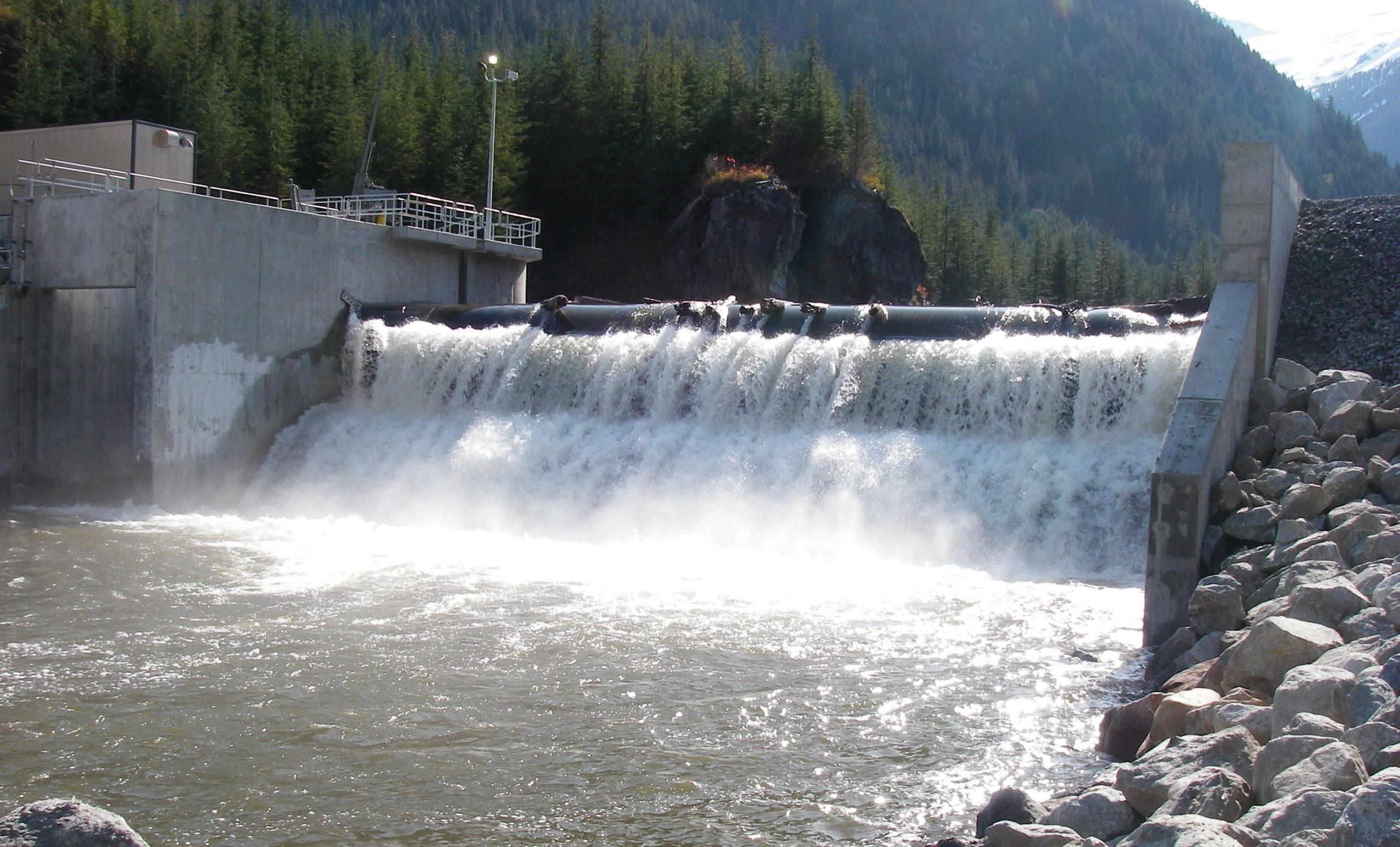 Gobierno quiere renovar hidroeléctricas en el país