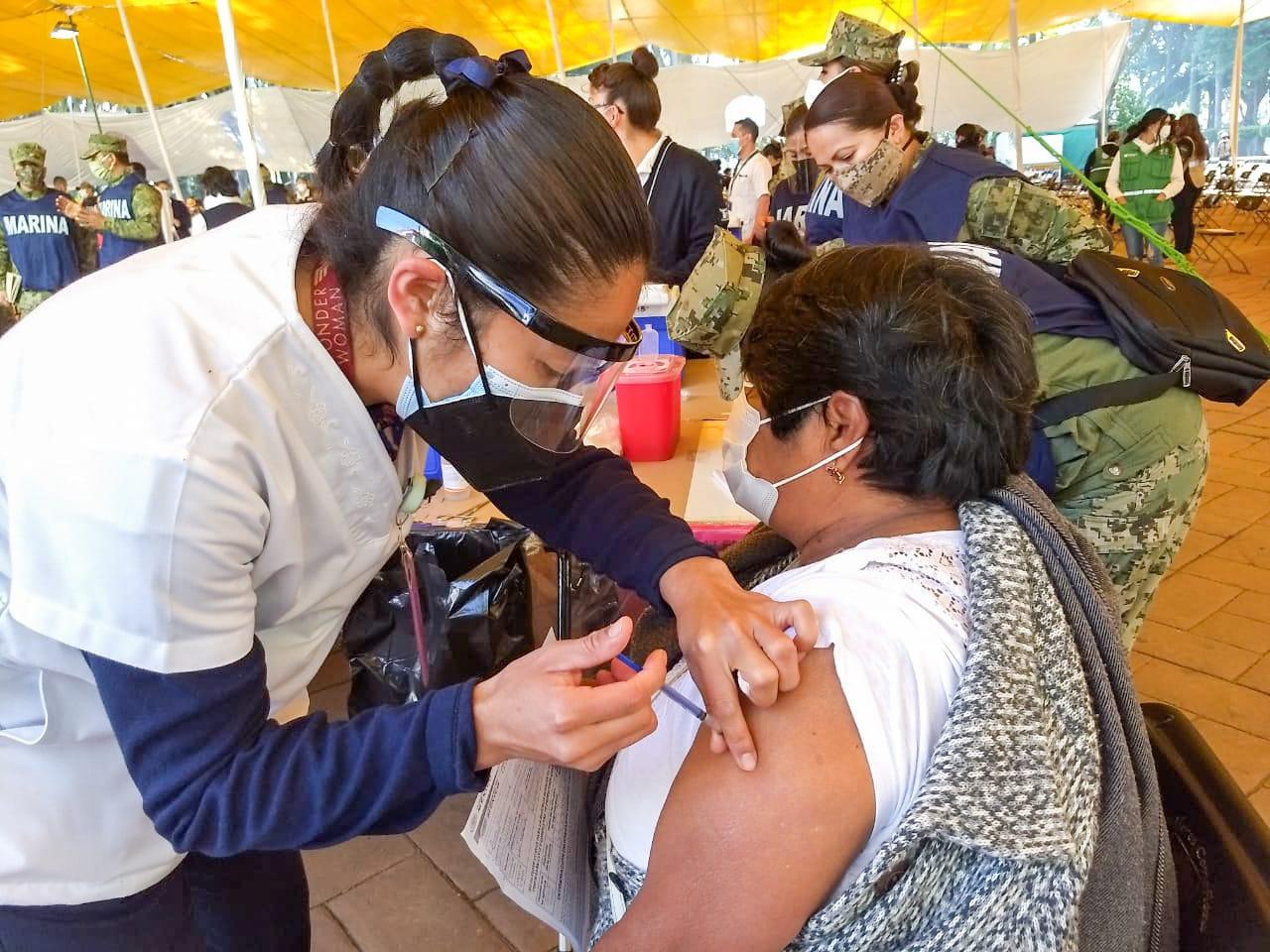 IP echará la mano para vacunación de adultos mayores en Toluca