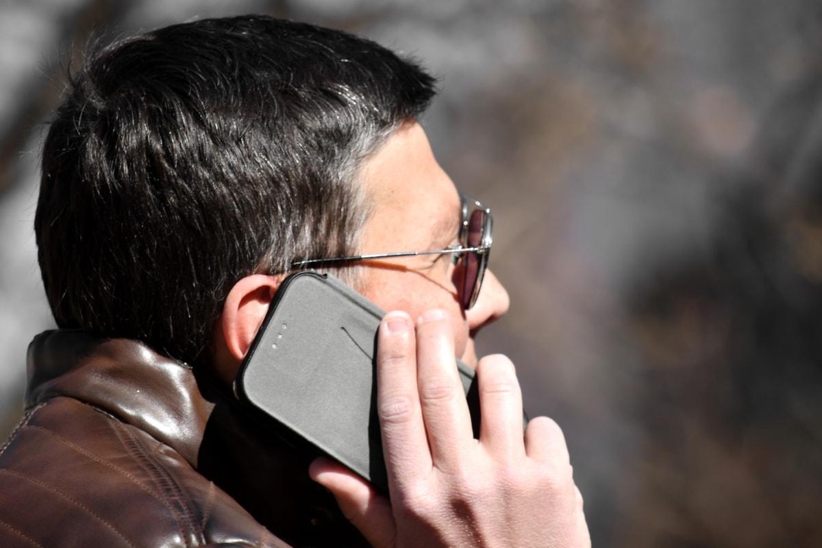Senado aprueba la creación de un padrón nacional de usuarios de celulares