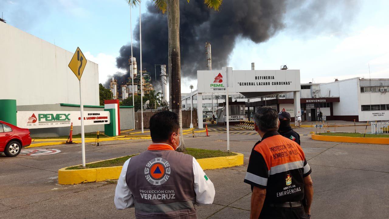 Se incendia refinería de Pemex en Minatitlán