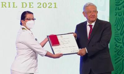 López Obrador entregó reconocimientos a personal de salud