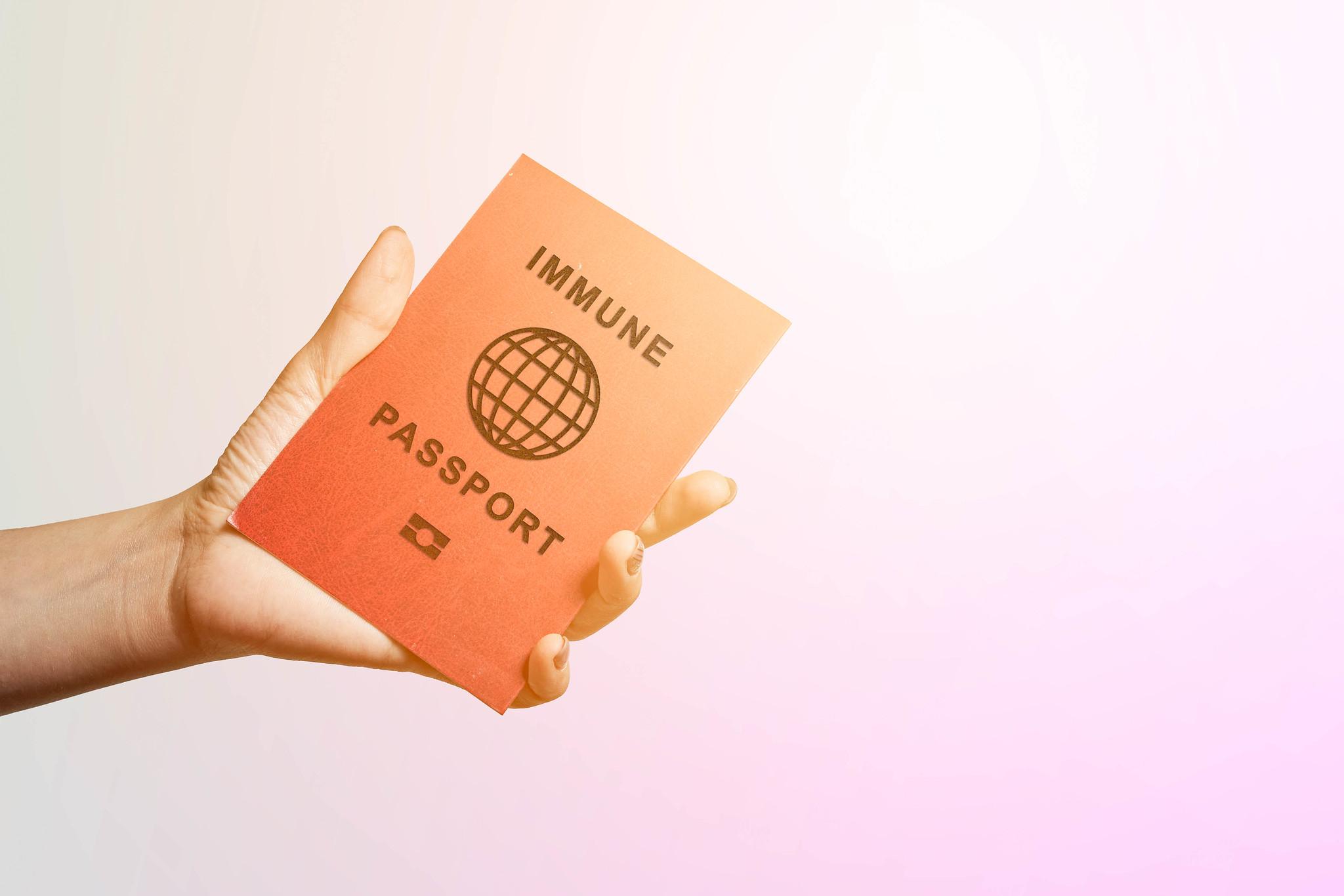 """¿Planeas ir a Canadá? Puede que te pidan un """"pasaporte de vacunación"""""""