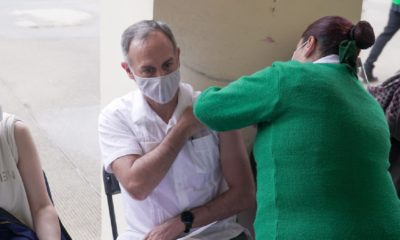 Hugo López Gatell Ramírez recibe su vacuna anticovid
