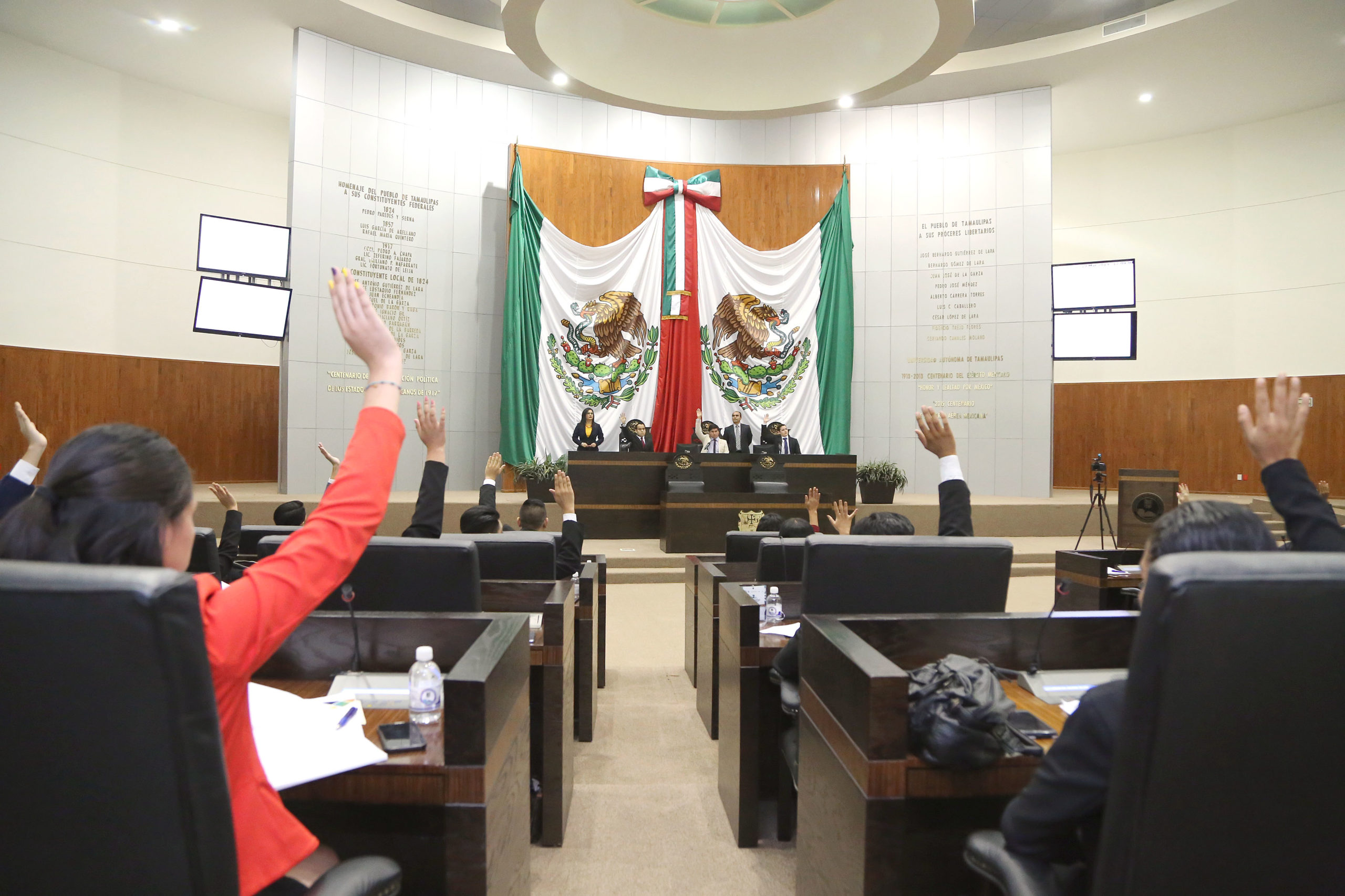 Congreso de Tamaulipas da revés a federación; rechaza desafuero de Cabeza de Vaca