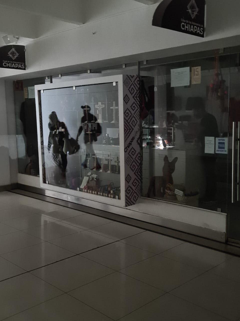 Apagón en salas de abordaje de AICM