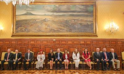 AMLO come y conversa con 11 gobernadores electos de Morena