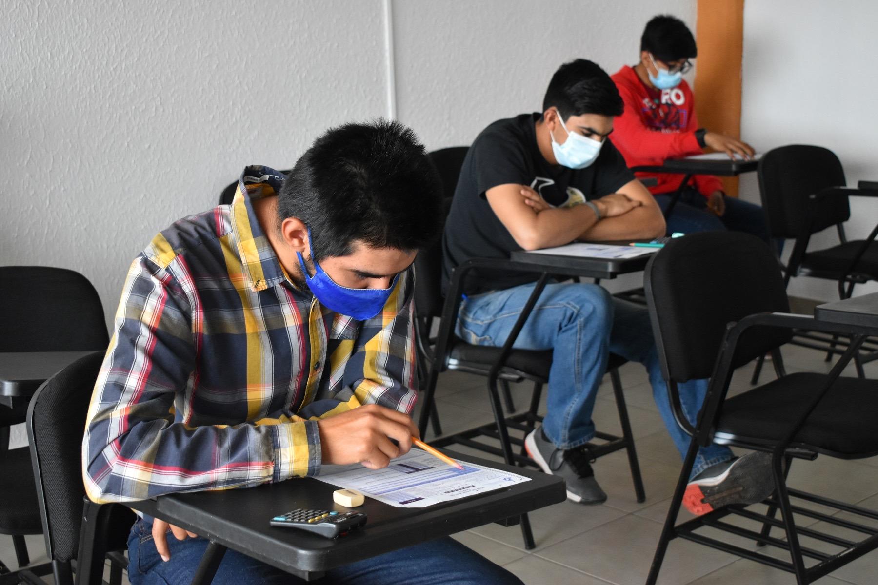 Mexicanos con licenciatura o posgrado sufrieron la caída más fuerte de ingresos en 2020