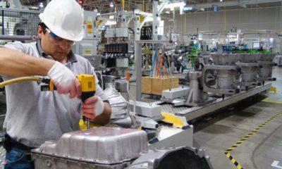 Pedidos manufactureros tropezaron en junio; empleo y producción avanzan