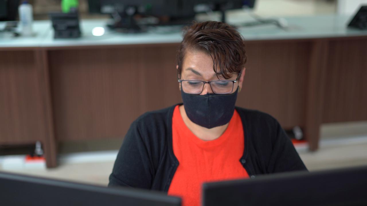 Gobierno abre la puerta para que vacunados vuelven a oficinas