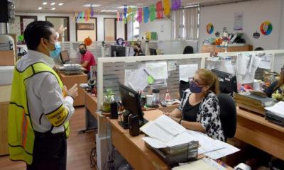 Funcionarios vacunados volverán a oficinas de gobierno en agosto