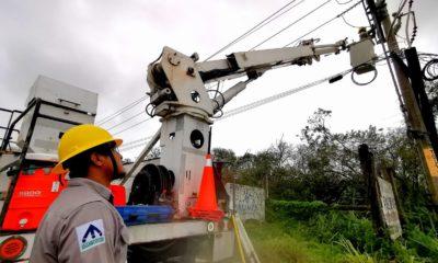 Reparación de instalaciones eléctricas, tras el paso del huracán Grace / CFE